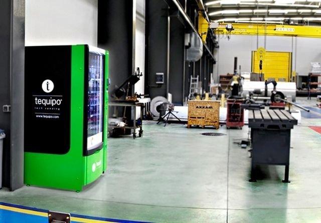 Maquina expendedora en almacen